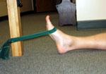 شروع کشش مچ پا به وسیله ی یک باند یا نوار محکم