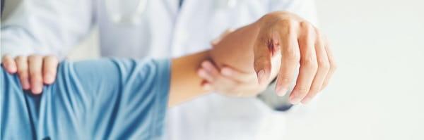پزشک چگونه آرتروز شانه را تشخیص میدهد؟