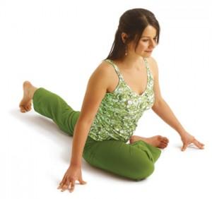 نتیجه تصویری برای حرکات کششی یوگا برای سیاتیک